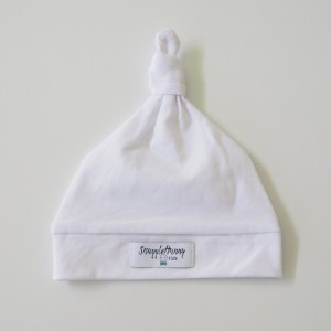 WHITE KNOTTED BEANIE - white